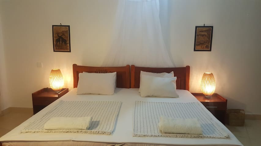 Clean, private room in Tanga,10 min walk ocean