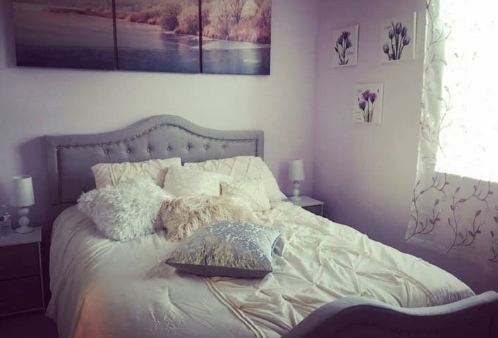 GORGEOUS ROOM IN EXCHANGE FOR PET SITTING