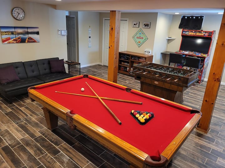 ☆ The Hideout Haven: Family Retreat w/ Game Room ☆