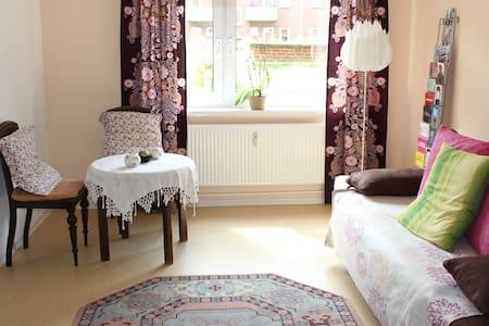 Nur für FRAUEN: Zimmer in Barmbek - Hamburg - Apartment