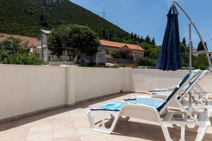 Relax Ston - 2 Bedroom Apartment with Terrace