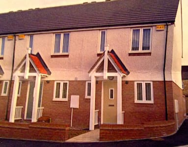 Delightful 2BD House in Town Centre - Consett