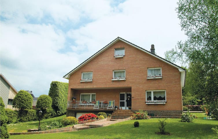 Holiday apartment with 3 bedrooms on 90m² in Weywertz