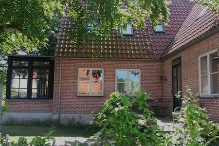 Spacious house in village, sea veiw - Rørvig - Casa