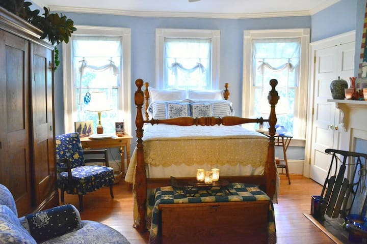 "1924 Bungalow ""Wanderlust"" Private Room Blue Room - La Grange - Hus"