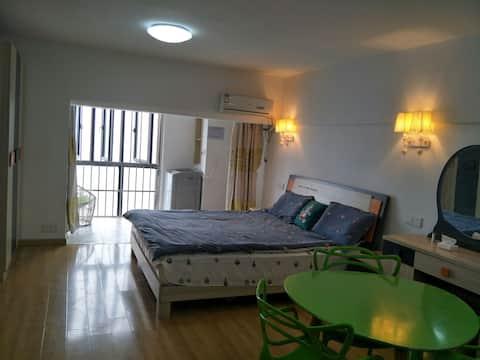 新荣客运站对面、堤角公园旁一室一厅出租,简约风格 家具家电齐全,可做饭。