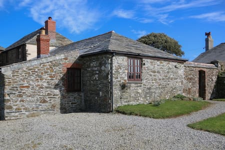 Stable Cottage, Traditional cosy seaside cottage - Port Quin - Daire