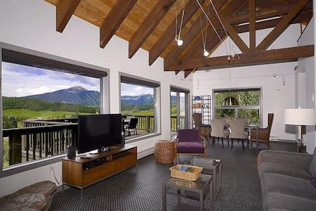 Entire Modern Home, Views+Close to Everything!