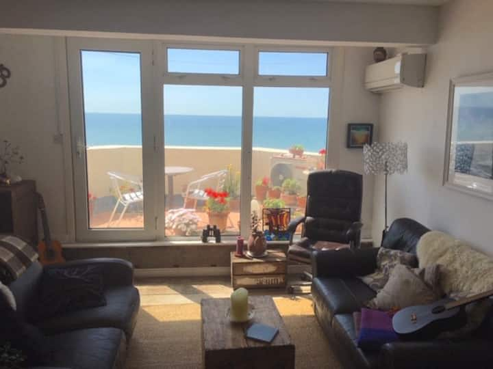 Seafront balcony, lovely spacious relaxing flat