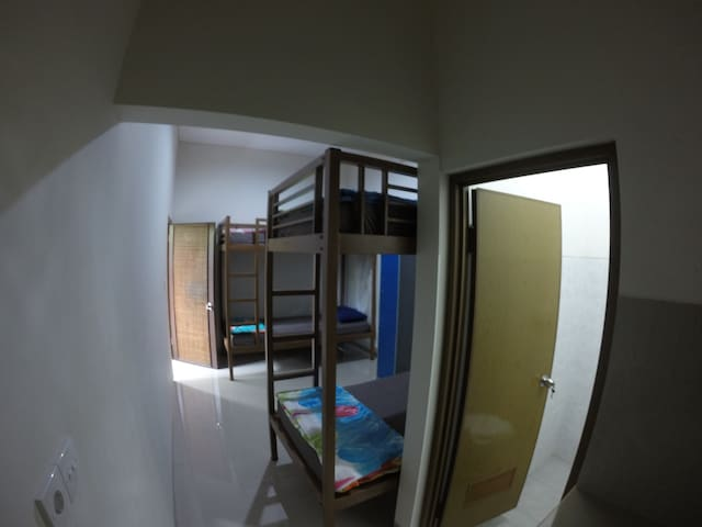 6 bed mixed dorm D' Luwung Hostel in Seminyak