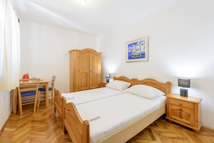 Budget En-Suite Twin Room with fridge and kettle - Cavtat - Casa