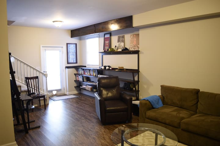 Spacious 1 BR/1 BA Suite in Cabbagetown Bungalow