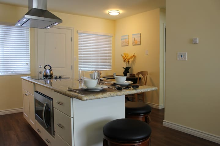 Outstanding location, Beach Vacation Rental C