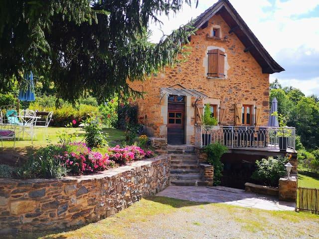 Charmante maison en pierres dans un hameau