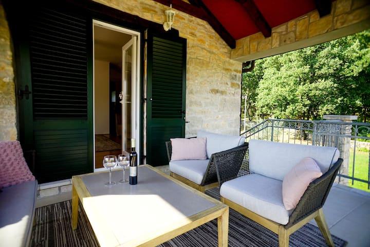 Stancije Rušeti Deluxe room for Three