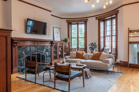 Gorgeous 2BR Mid-Century Space in the Heart of MTL