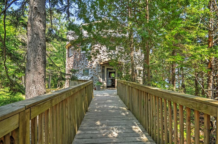 'Dragonwood Castle' 3BR Maine Home on Waterfront!