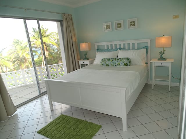 2nd Bedroom with a view towards the ocean.