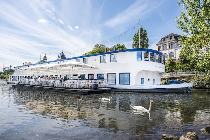 Mainod - charmantes Hotelschiff am Mainufer