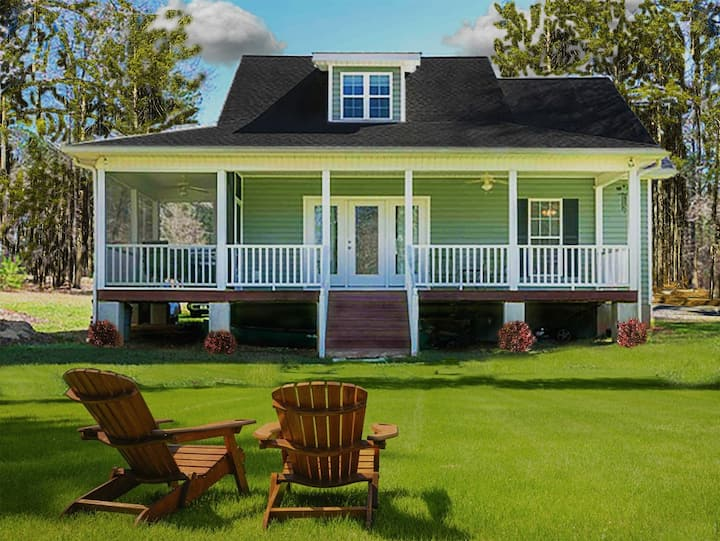 COZY LAKEFRONT COTTAGE WITH 3 KING BEDS, SMART TVS