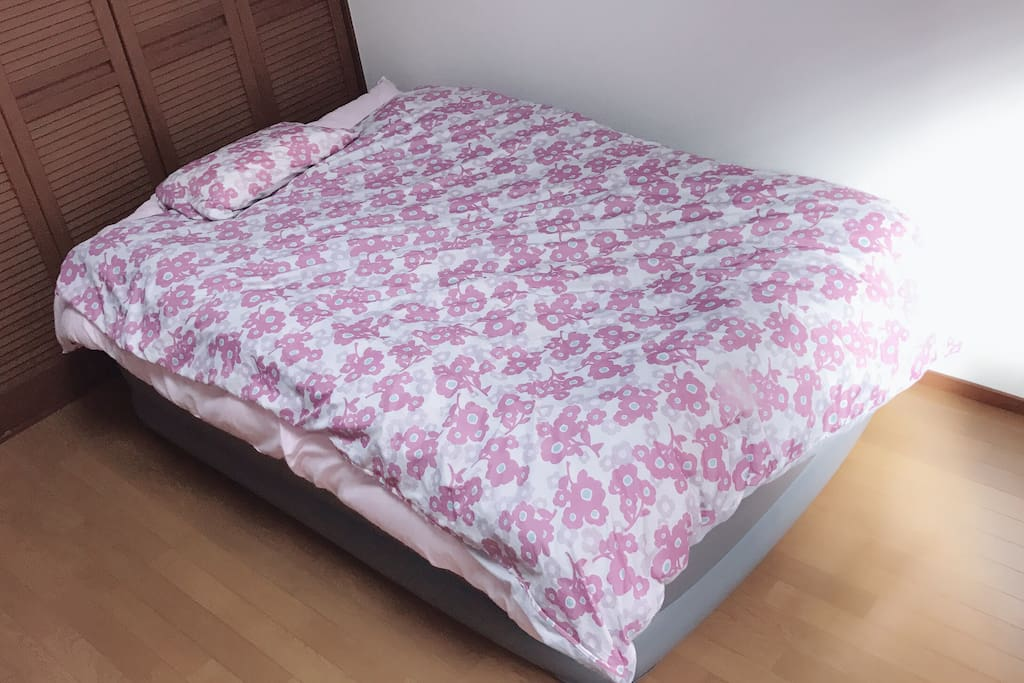 this queen size bed is on an air-mattress from USA. otherwise you can use floor-mattress (futon). I can provide one more futon for you ^^