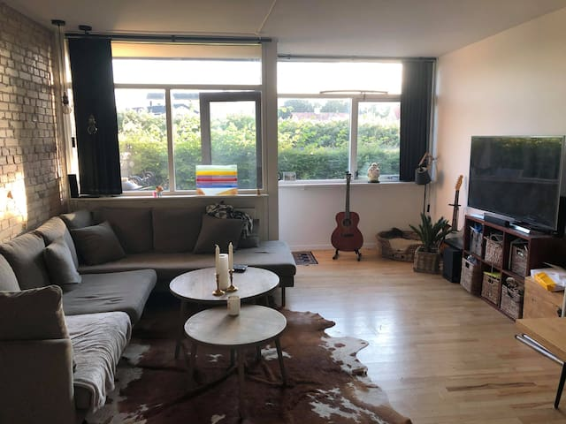 Close to metro and private outside area with sun