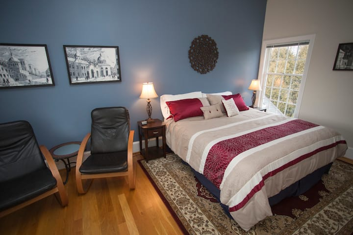 Burgundy Room - Loudoun Valley Manor