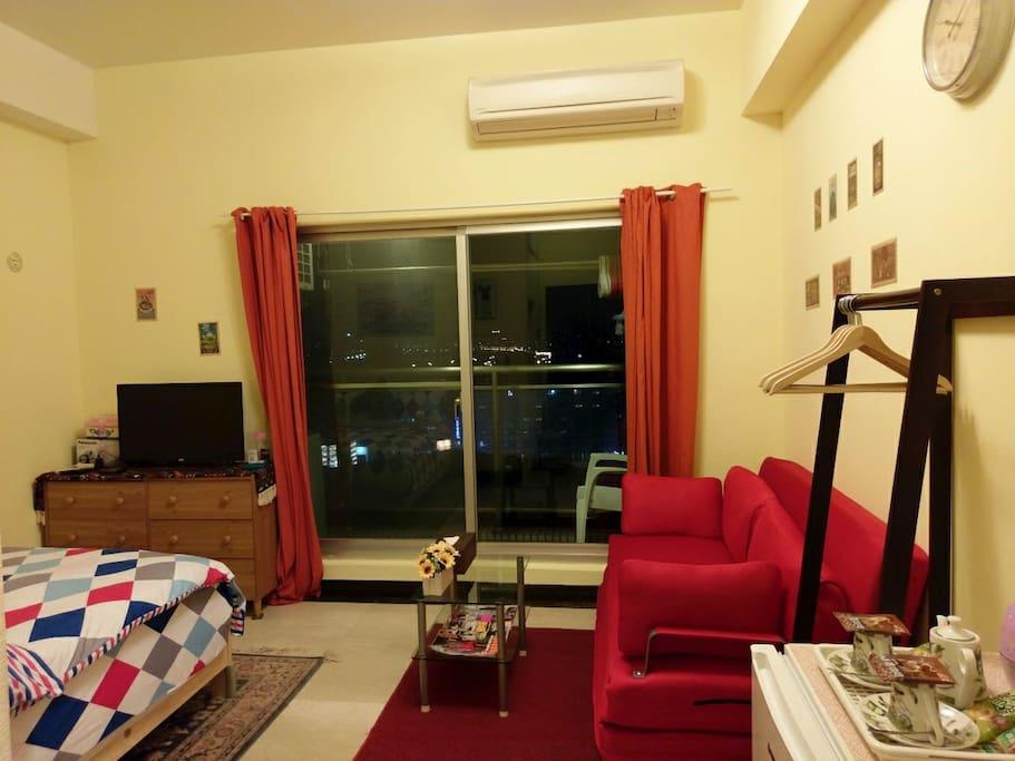 有外陽台,晚上可欣賞美麗的台北夜景呦~