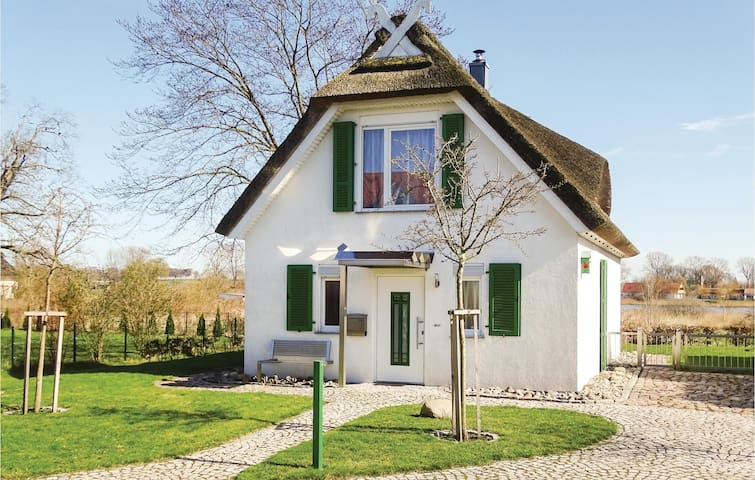 Holiday cottage with 2 bedrooms on 98 m² DMK430