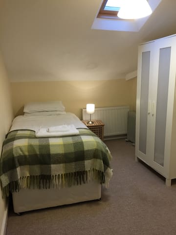 Single room in central Wells