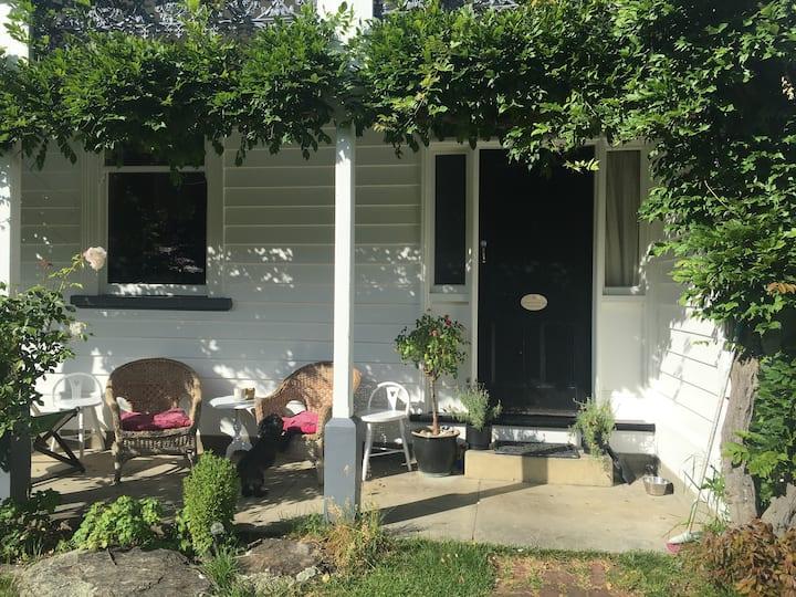 Arrowtown Historic Villa , cosy private room