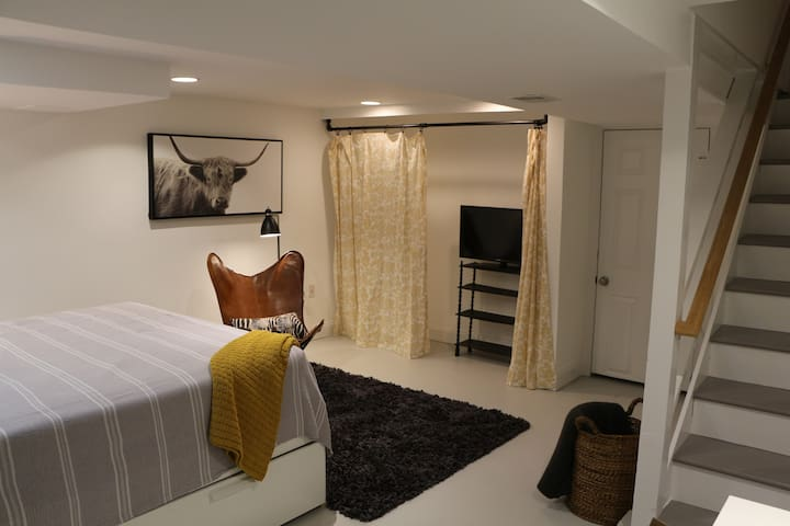 New Listing--Cozy Del Ray Guest Studio with Garden