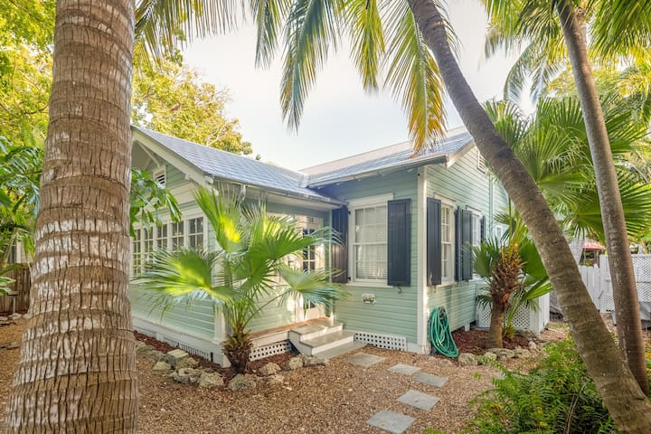 Dog-friendly getaway in a quiet, residential neighborhood w/ a shared pool