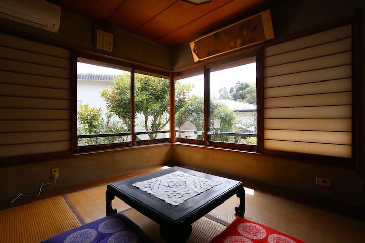 鎌倉在住70年の夫婦宅で鎌倉・稲村ケ崎ライフを体験