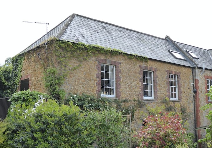 Cosy & Spacious Old Stone Barn in Castle Cary