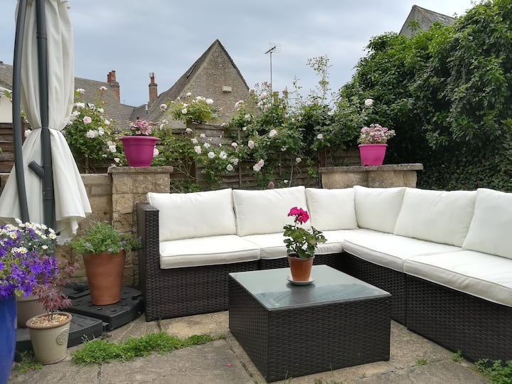 Cosy Cottage in Witney, near Oxford & Cotswolds
