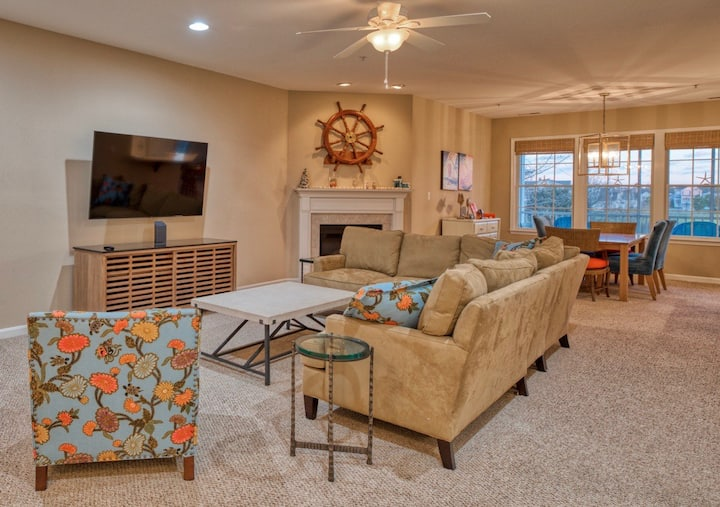 Bayside 3BR Condo Resort Beach House w Elevator Access and Easy Walk To Amenities and Sun Ridge
