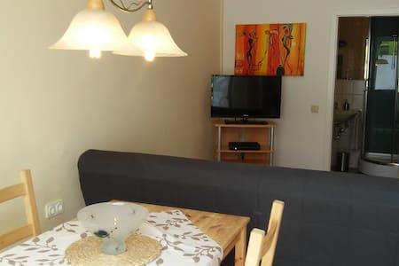 kleine Wohnung mit Parkplatz - Dinslaken - Departamento