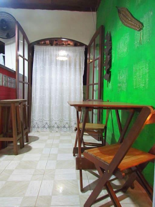 Sala e porta de entrada