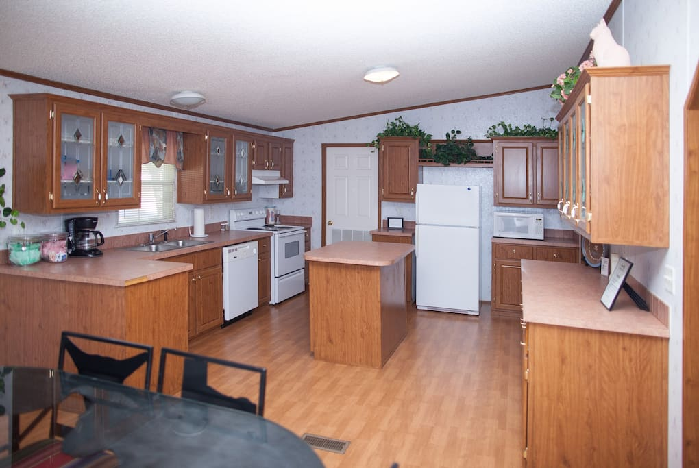 Large kitchen equipped with everything you need