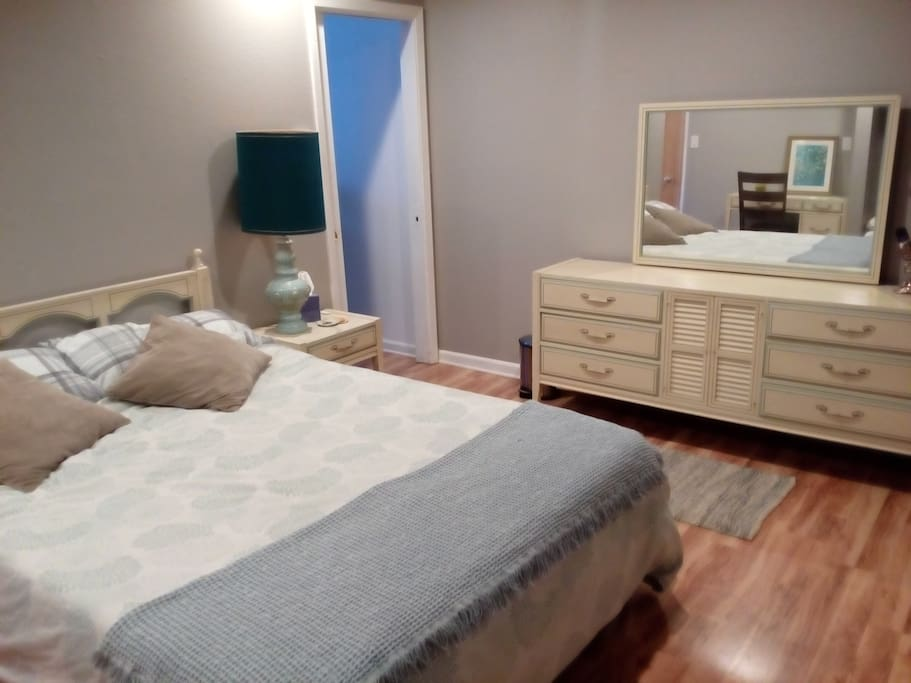 The mattress is a memory foam queen with plenty of blankets.