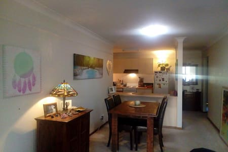 Secluded and Central City Living - Albury - Wohnung