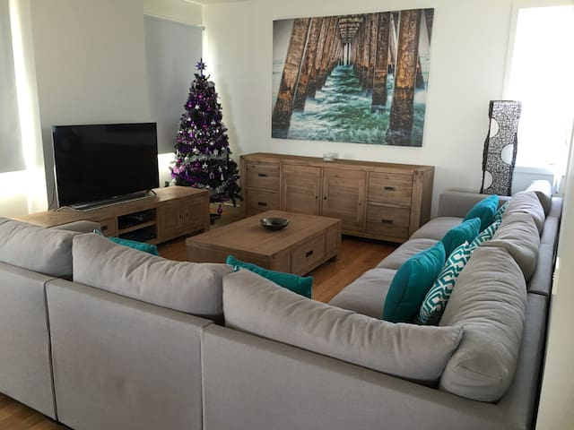 Gorgeous central two story home - Torquay - Maison