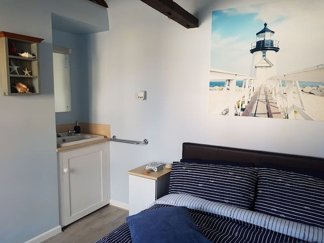 Double Sailor's En-Suite