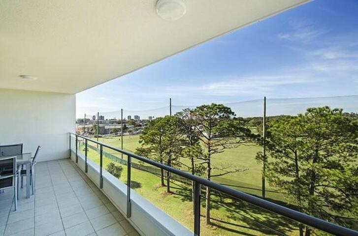 Stunning 2 Bedroom Apartment - Maroochydore - Apartament