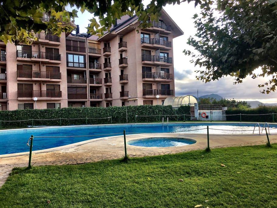 Jaca apartamento con vistas gimnasio piscina tenis aptos en complejo residencial en alquiler - Gimnasio con piscina zaragoza ...