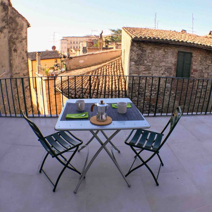 Todi Centre - flat with panoramic terrace