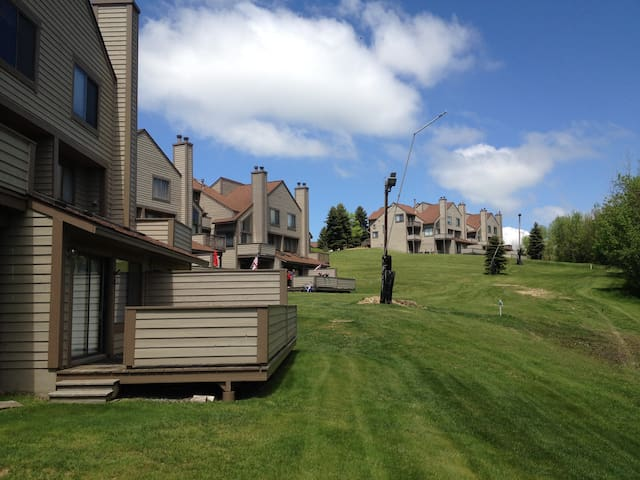 2 BR - Seven Springs - Prime Location & Serenity - Seven Springs - Kondominium