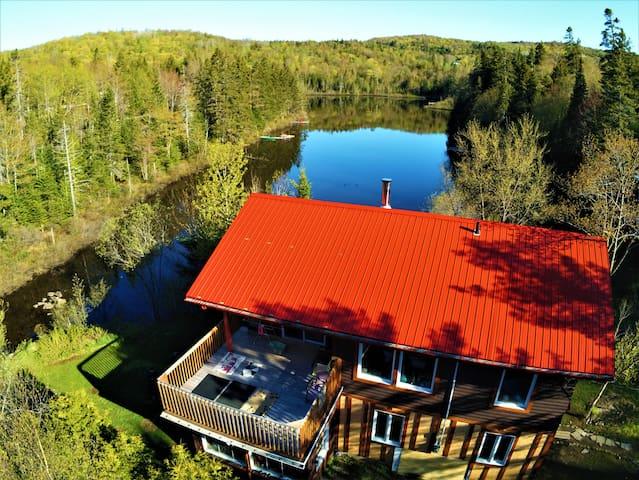 Maison entière au bord du lac!