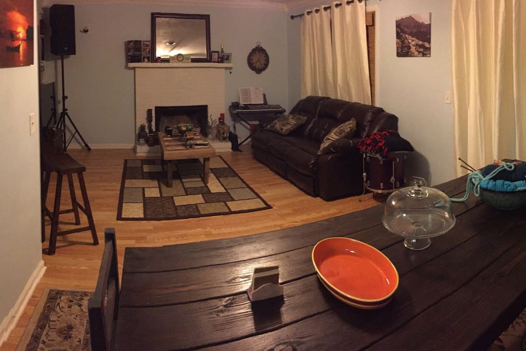 Cozy den, nice farm table, new leather sofa, large smart tv and fireplace.